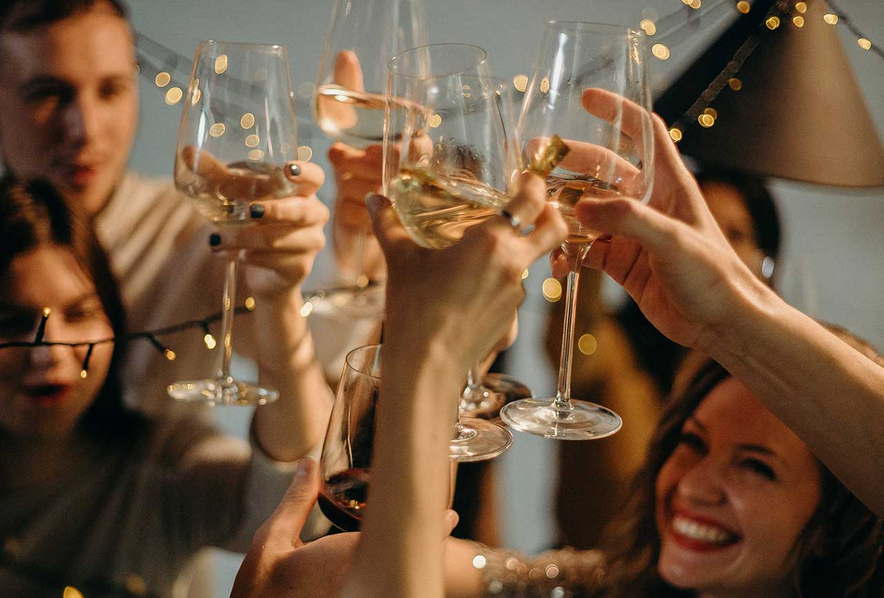 El mundo del vino y los tipos de vinos: jóvenes, reserva y gran reserva. Los vinos jóvenes acompañan platos de consumo cotidiano. Argentina Vinos